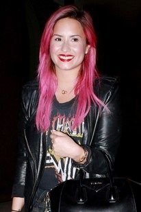 Demi Lovato debuts bright pink hair (& Rod Stewart T-Shirt)