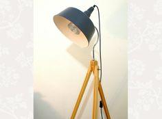 Fabulous Stehlampen Holz Stativ Lampe Tripod Bauhaus Atelier Design ein Designerst ck