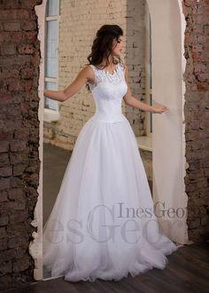 a3dd688f11bb Svadobné šaty Iris z kolekcie Opera pôsobia veľmi jemne a elegantne.  Snehová biela farba