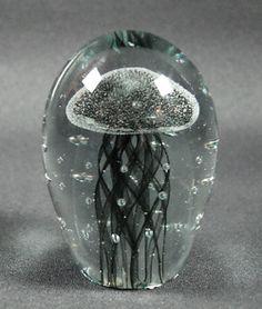 Manet glas svart pappersvikt