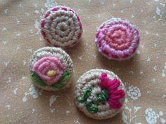 La Bande des Faineantes: How To Crochet Button - 10 free tutorials