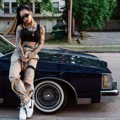 Nike Cortez y pantalon beige Lowrider, Style Cholo, Fille Hip Hop, Hip Hop Fashion, Girl Fashion, Chica Chola, Look Hip Hop, Estilo Chola, Chola Girl