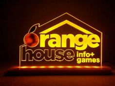 Orange House. Luminárias personalizadas by makingletters