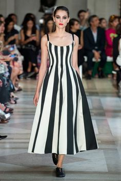 Trends Spring 2017: WALK THE LINE - Carolina Herrera