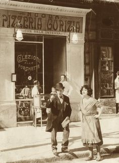 nasce-la-pizzeria-gorizia Pizza Pictures, Old Pictures, Old Photos, Look Vintage, Vintage Italian, Antique Photos, Vintage Photos, Old School Restaurant, History Of Pizza