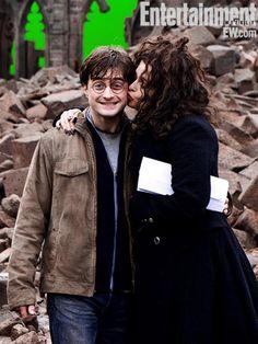 Bellatrix y Harry no se llevan tan mal después de todo, ¿eh?