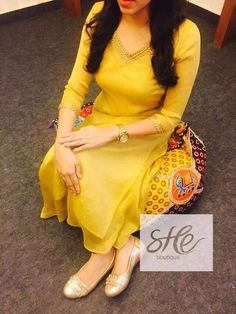 Churidar Designs, Kurta Designs Women, Blouse Designs, Indian Attire, Indian Wear, Indian Outfits, Punjabi Fashion, Indian Fashion, Salwar Pattern