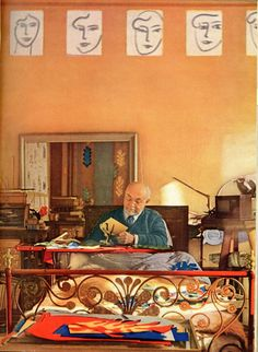 Matisse por Coffin. Vogue 1949 .  Matisse in bed working on his cut outs, Vence, 1948.