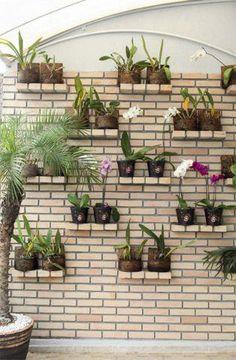 Um lindo jardim vertical para decorar a casa! #jardim #flores #decoração