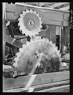 FSA (Farm Security Administration) Ola self-help cooperative. Circular saws in the sawmill Logging Equipment, Heavy Equipment, Antique Woodworking Tools, Woodworking Shop, White Tractor, Lumber Mill, Garden Railroad, Wood Logs, Milling