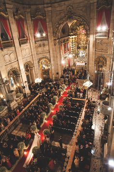 Cerimônia de casamento clássico - Basílica Nossa Senhora da Conceição da Praia - Passadeira vermelha e arranjos de mosquitinhos ( Foto: Nelson Neto )
