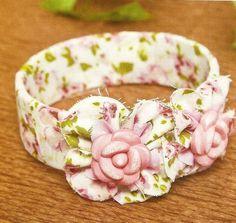 Voici un bracelet en tissu à faire soi-même avec un pas à pas en image Voici le tuto de ce bracelet en tissu avec les étapes en images Bon réalisation et merci pour vos visites et vos commentaires N.B Malgré que je vous ai tout expliqué dans cet article...