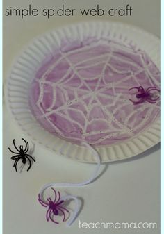 This simple spider web craft is perfect for a Halloween class party because it's easy and glue-free! It's a fun Halloween craft idea for kids and just plain fun to make. Add this fun idea to your Halloween party ideas and let the kids create and craft! #teachmama #halloween #craftsforkids #kids #halloweenparty #spidercraft #crafts #kidsactivity #halloweencraft