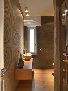 #bagnospiti #legno #faretti Light Green Kitchen, Carpet Cover, Wallpaper Samples, Storage Boxes, New Homes, Bathtub, Loft, Interior Design, Mirror