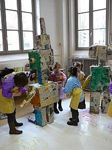 Robots en carton réalisés par les enfants de la maternelle Charial à Lyon.
