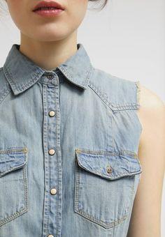 #Jeanskleid mit Bandgürtel - Das rockige Jeanskleid ist super für einen angesagten #Look mit #Boots ♥ ab 76,95 €