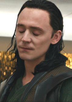 He looks so hurt 😭 Loki And Sigyn, Thor X Loki, Loki Marvel, Loki Laufeyson, Avengers, Beautiful Boys, Gorgeous Men, Loki Wallpaper, Best Villains