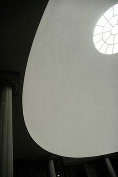 Woodland Chapel. Gunnar Asplund, 1920. Scandinavian Architecture, Architecture Old, Classical Architecture, Architecture Details, Le Corbusier, Nordic Classicism, Robert Mallet Stevens, Walter Gropius, Interior Windows