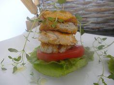 Czary w kuchni- prosto, smacznie, spektakularnie.: Kanapeczka z kurczakiem Salmon Burgers, Hamburger, Tasty, Lunch, Chicken, Healthy, Ethnic Recipes, Food, Salmon Patties