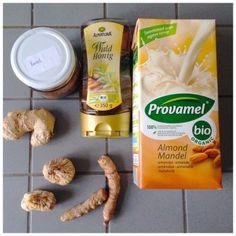 Een drankje dat reinigt, waar je lekker van gaat slapen, wat ontstekingsremmend werkt, waar je huid van gaat glanzen, wat lekker smaakt en waarvan de bereiding nu eens niet een vies klusje is? Turmeric milk alias: Golden Milk. Turmeric, ofwel geelwortel, ofwel Kurkuma, ofwel Koenjit, is een specerij welke voornamelijk in India wordt gebruikt. De … … Lees verder →