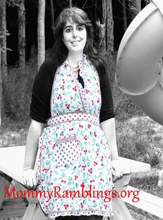 http://www.mommyramblings.org/2012/07/13/dii-for-the-home-cheri-cherry-vintage-apron-review-giveaway/