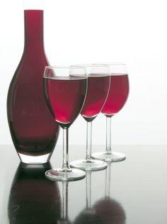 Good Red Wines for Beginners (Wine glass Photography) Sauvignon Blanc, Cabernet Sauvignon, Chenin Blanc, Sangria, Red Wine For Beginners, Sweet Red Wines, Wine Chart, Best Red Wine, Pinot Noir Wine