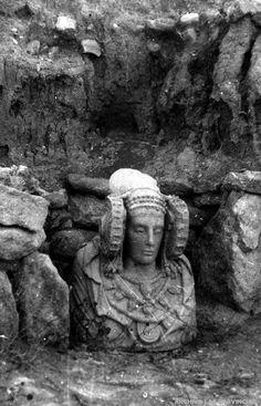 La Dama de Elche  by Antiguas fotografias del mundo