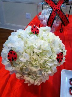 How to Throw a Perfectly Polka-Dotted Ladybug Girl Party This Winter: Flowers are our favorite way to decorate for a party — add a few paper ladybugs to your bouquets for an extra little touch. Ladybug Party Centerpieces, Birthday Centerpieces, Ladybug 1st Birthdays, First Birthdays, Ladybug Girl, Ladybug Decor, Ladybug Cakes, Cumpleaños Lady Bug, Ben Y Holly