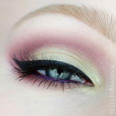 Witajcie :)       Dość dawno nie było makijażu krok po kroku, więc dziś nadrabiamy letnim   makijażem w dość niecodziennej kolorystyce...
