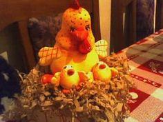 Una simpática mamá gallina con sus pollitos!!