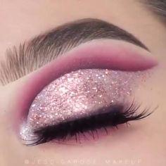 Colorful Eye Makeup, Pink Makeup, Blue Eye Makeup, Glitter Makeup, Eyeshadow Makeup, Makeup Art, Pink Glitter, Glitter For Eyes, Makeup Hacks