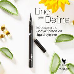 Der Sonya™ precision liquid eyeliner von Forever schafft durch das enthaltene Kohlepigment eine kräftige, tiefschwarze Farbe, die dir zu einem ausdrucksstarken und dramatischen Look verhilft. Mit neun hautpflegenden Inhaltsstoffen, wie etwa unserer hautverbessernden Aloe, Rizinusöl, Vitamin E und Sonnenblumenkernöl, schont unser wischfester Eyeliner die empfindliche Hautpartie. Vitamin E, Eyeliner, Forever Living Products, Beauty Care, Aloe Vera, Pretty, Lifestyle, Digital, Business