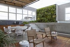 Open house - Helena Lunardelli. Veja: http://www.casadevalentina.com.br/blog/detalhes/open-house--helena-lunardelli-2961 #decor #decoracao #interior #design #casa #home #house #idea #ideia #detalhes #details #openhouse #style #estilo #casadevalentina #balcony #varanda