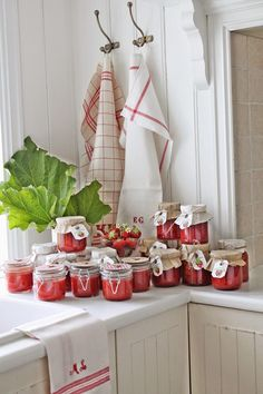 If I will ever have a kitchen like this (and an orchard) this is how I will spend my empty hours!