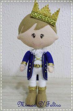 Paper Doll Costume, Paper Dolls, Felt Doll Patterns, Baby Mobile Felt, Felt Fabric, Doll Shoes, Felt Dolls, Felt Crafts, Needle Felting