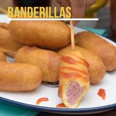 Antojitos mexicanos Learn how to prepare delicious sausage banderillas, the favorites of boys and ad Tasty Videos, Food Videos, Deli Food, Cooking Recipes, Healthy Recipes, Quick Recipes, Food Platters, Football Food, Mexican Food Recipes