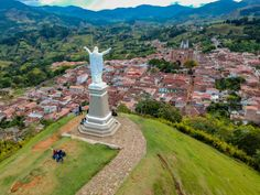Club Colombia, Statue Of Liberty, Rey, Travel, Christ, Temple, Family Of Three, Villa De Leyva, Athens