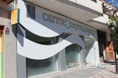 Rótulos Studio - Revestimiento de fachada y rotulación para Centro Odontológico de Alfacar