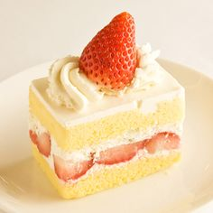 Find images and videos about pretty, pink and food on We Heart It - the app to get lost in what you love. Cute Desserts, Delicious Desserts, Yummy Food, Strawberry Sweets, Strawberry Shortcake, Japanese Cake, Kawaii Dessert, Korean Sweets, Love Cake