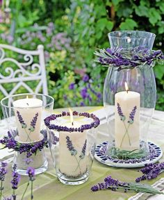 Make wonderful tea lights and candles with lavender yourself Beautiful autumn . Chalk Paint Mason Jars, Painted Mason Jars, Mason Jar Crafts, Mason Jar Diy, Diy Candles, Pillar Candles, Purple Wedding, Wedding Flowers, Diy Flowers