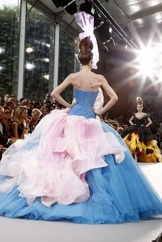 Christian Dior!!!  S2783510381382787_8