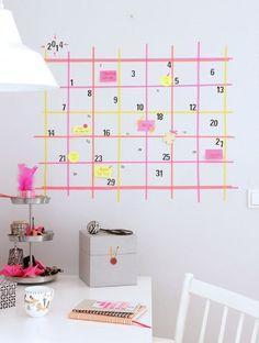 Al fin podrás organizar todos tus compromisos con un mega calendario.   19 Formas creativas para decorar tu espacio favorito con cinta adhesiva