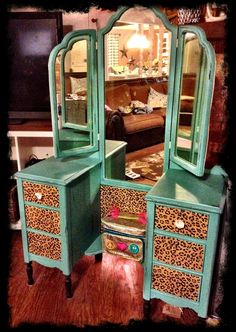 DIY Vanity---Turquoise Leopard Would be perfect for the guest bedroom! Repurposed Furniture, Painted Furniture, Furniture Makeover, Diy Furniture, Diy Vanity, Vanity Ideas, Vintage Vanity, Western Decor, Do It Yourself Home