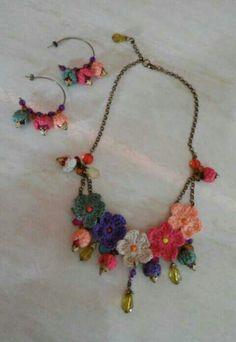 Mulher Rendeira // Inspiration Only. No - Diy Crafts Crochet Bracelet, Crochet Earrings, Art Au Crochet, Jewelry Crafts, Handmade Jewelry, Knitted Necklace, Knitted Jewelry, Jewelry Model, Fabric Jewelry