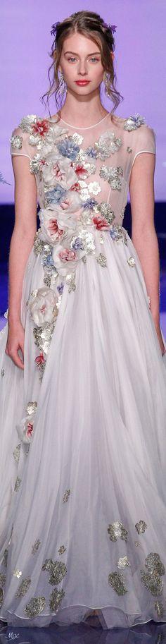 Fall 2017 Haute Couture Guo Pei Couture Fashion, Runway Fashion, Estilo Fashion, Glamour, Floral Fashion, Guo Pei, Looks Style, Mode Inspiration, Couture Dresses