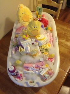 DIY Baby Shower Gift Ideas for Budget Travelers - Baby diy - Bebe Cadeau Baby Shower, Deco Baby Shower, Bebe Shower, Baby Shower Gift Basket, Baby Shower Diapers, Baby Shower Parties, Baby Shower Themes, Baby Boy Shower, Baby Gift Baskets
