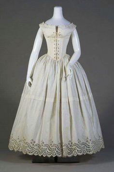 Conjunto de roupas de baixo de 1840!