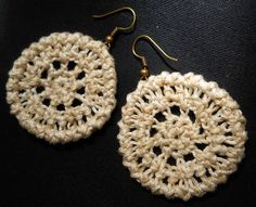Crochet this lovely pair of earrings! It has a photo tutorial to make it easy to follow the pattern.