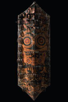 "Shield ""kliau"", Indonesia - Borneo, Dayak    Read more: http://www.tribal-art-auktion.de/en/catalogue187/category_6_Indonesia+-+Borneo%2C+Dayak/d10_1/#ixzz3IoVS2CKp"