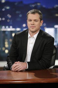 "Matt Damon hosts Jimmy Kimmel ""sucks"" live"